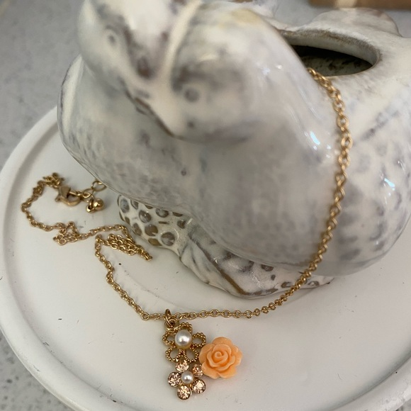 Pearls and peach flowers necklace
